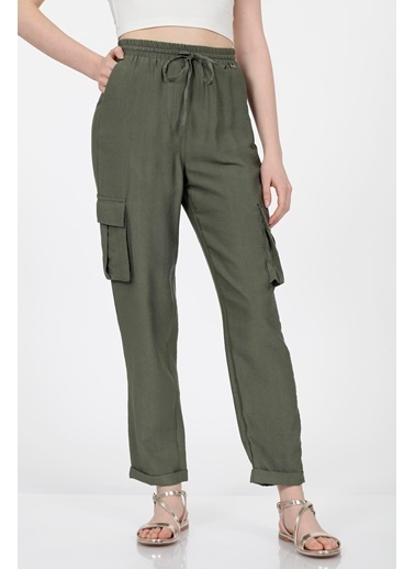 Vitrin Beli Lastikli Bağcıklı Kargo Cep Detaylı Pantolon Haki